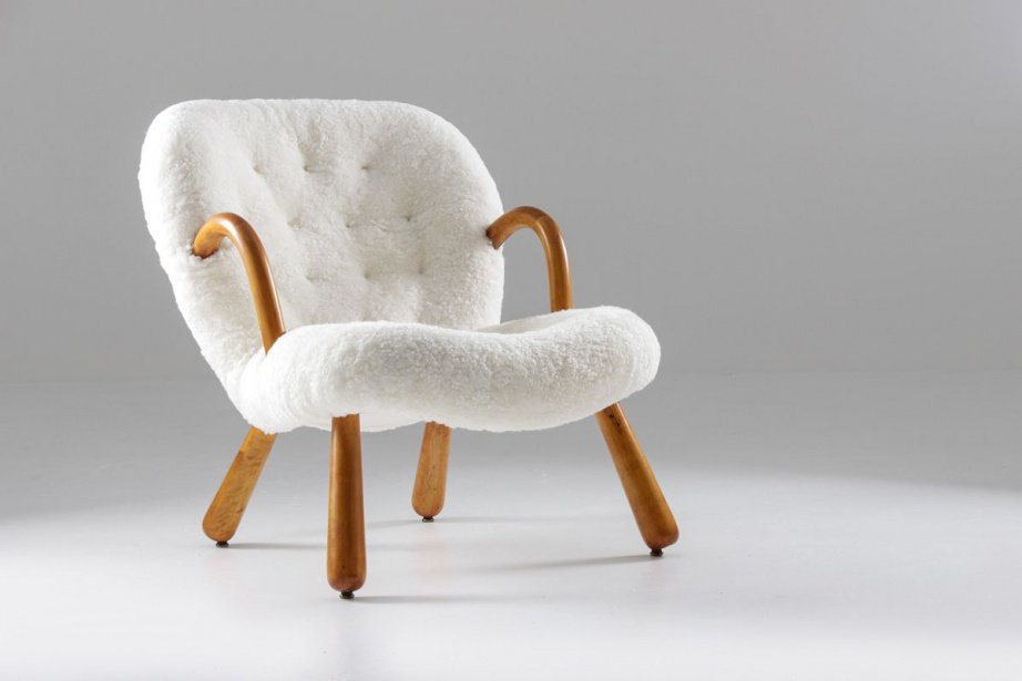 'Tis the season to nestle in and get cozy! Do it right with oh-so-chic vintage seating upholstered in plush sheepskin