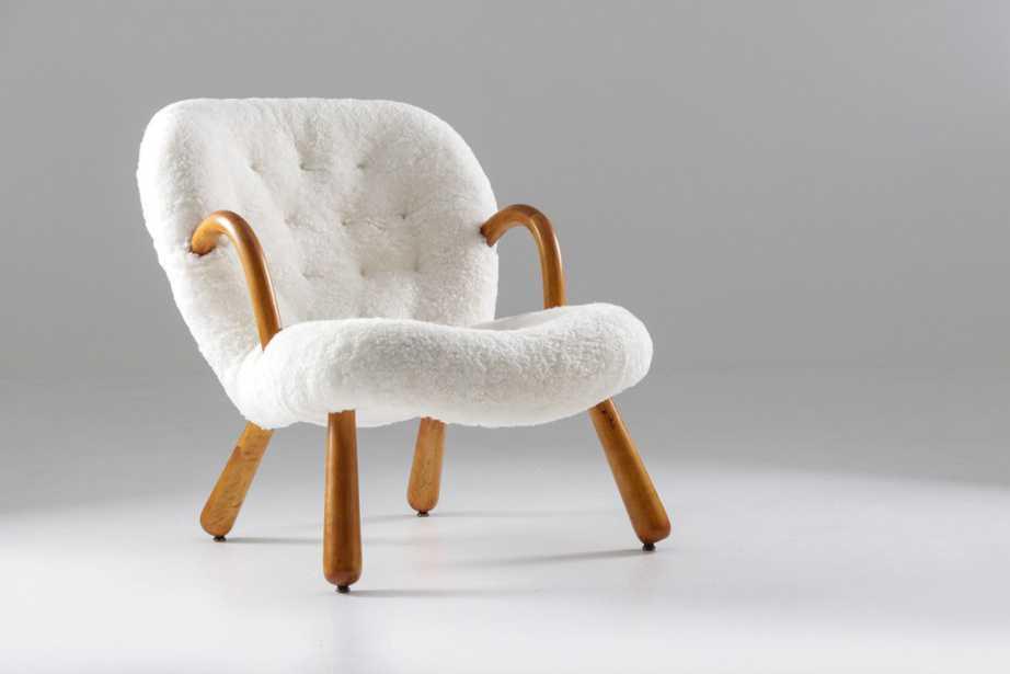 C'est la saison pour s'y nicher et s'y installer confortablement ! Profitez de sièges vintage rembourrés en peau de mouton en peluche.