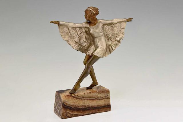 Klassische und moderne figurative Skulpturen