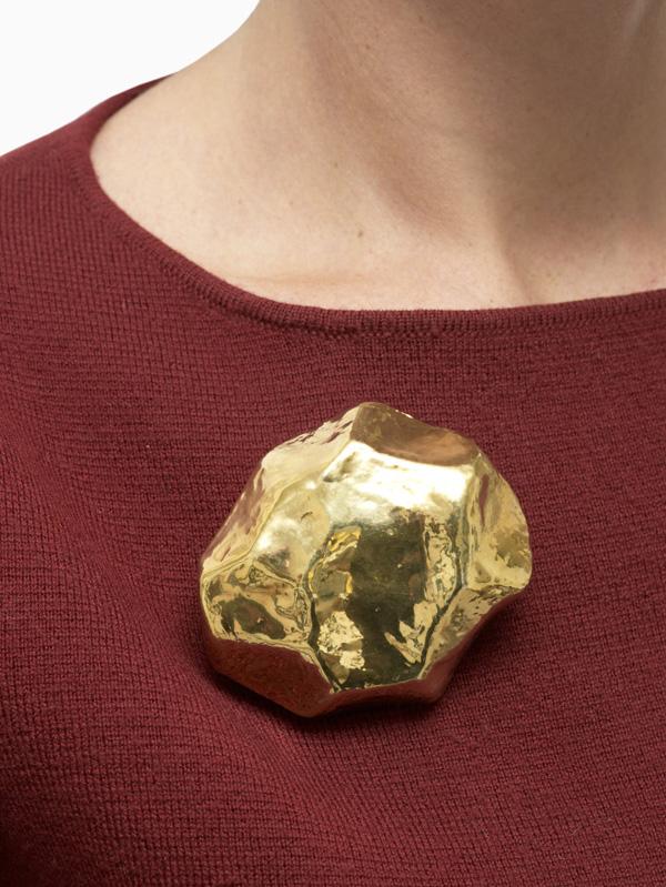 Sasso Monocolore brooch - Giorgio Vigna - L'ArcoBaleno blog