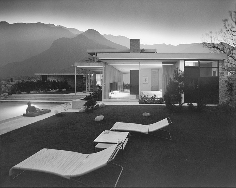 Richard Neutra, Kaufmann House, Palm Springs, 1946. Photo by Julius Shulman, 1947. Getty Research Institute. © J. Paul Getty Trust. Used with permission. Julius Shulman Photography Archive, Research Library at the Getty Research Institute (2004.R.10).