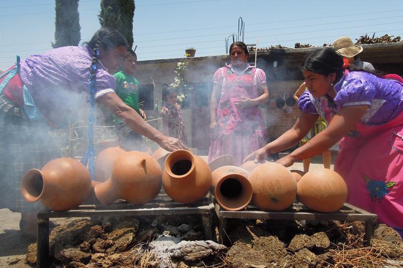 Oaxacan ceramists prepare vessels