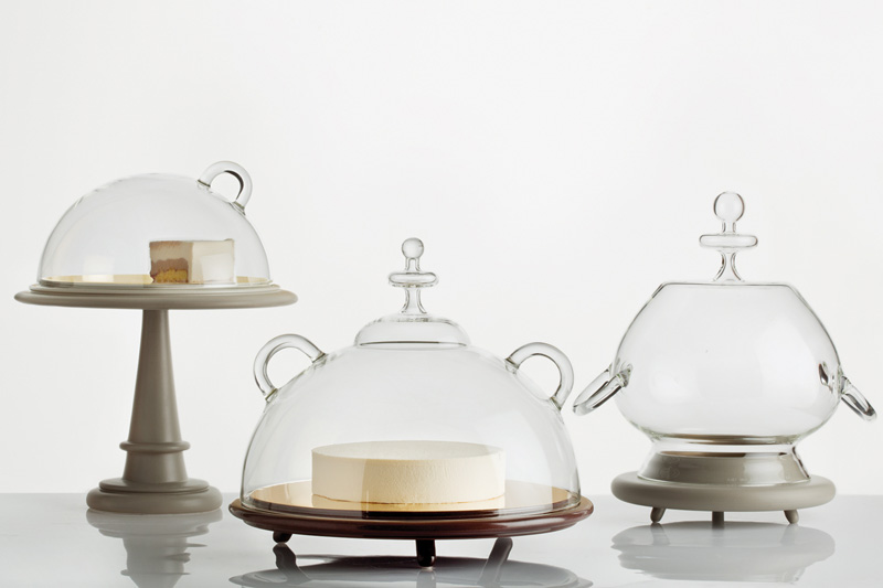 Bijoux Cake Stands. Image courtesy of Secondome and L'ArcoBaleno