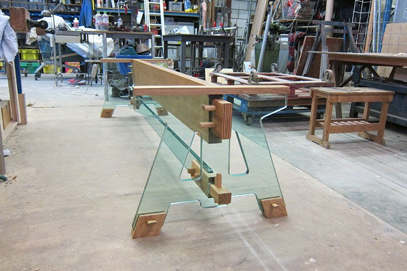 Assembling the Laduz Table. Photo courtesy of Alexander Pelikan.