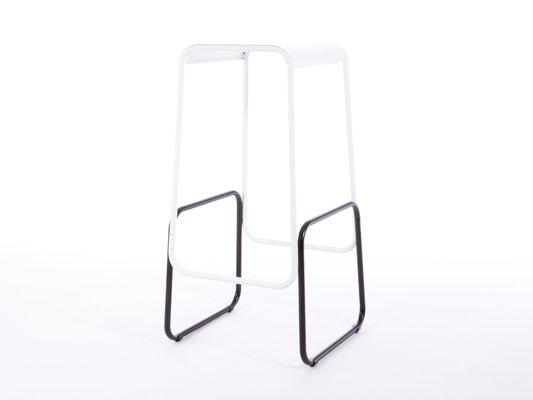 Sgabello da bar profilini con seduta bianca e base nera di gill
