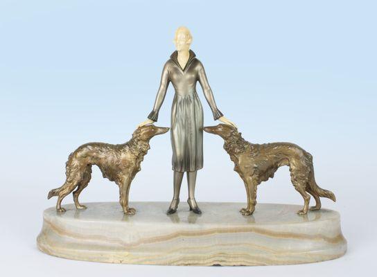 Wiener Art Déco Bronze Figur mit Marmorsockel von Joseph Lorenzl, 1930