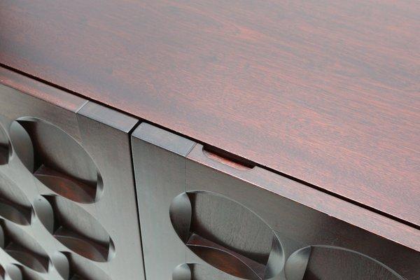 Credenza Con Puertas : Credenza brutalista de caoba con 5 puertas años 70 en venta pamono
