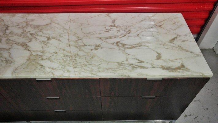 Credenza Con Ripiano In Marmo : Credenza in palissandro brasiliano con ripiano marmo di carrara