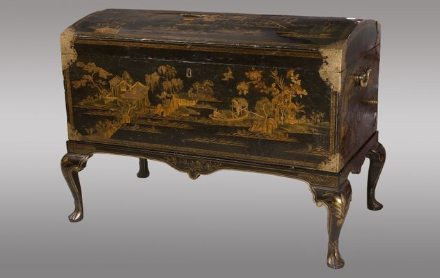 Antique British Lacquered Chest With Chinoiserie Decoration, 1900s 1