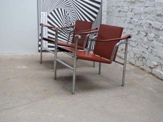 Chaise Basculant LC1 Moderniste Par Le Corbusier Pierre Jeanneret And Charlotte Perriand Pour Cassina
