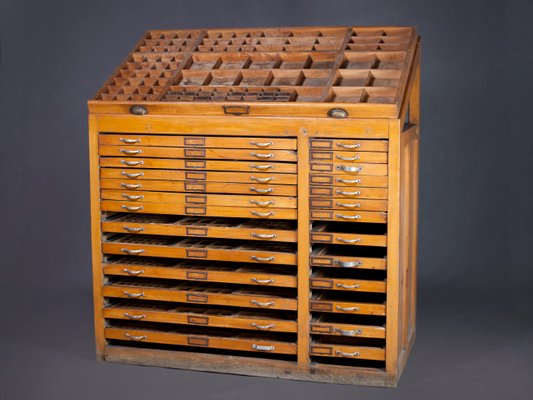 Antique Printers Cabinet, 1890s 2 - Antique Printers Cabinet, 1890s For Sale At Pamono