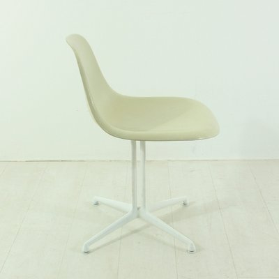 Cremefarbener La Fonda Stuhl von Charles und Ray Eames für Vitra