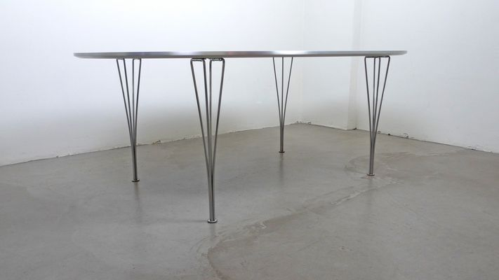 Tavolo moderno ellittico di piet hein bruno mathsson e arne