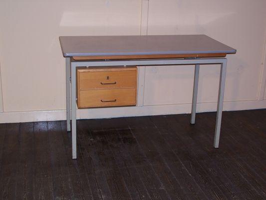 Bureau vintage avec plateau en formica et aux tiroirs en bois en