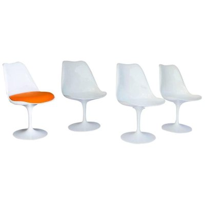 Vintage Early 151 White Tulip Chairs By Eero Saarinen For Knoll  International, Set Of 4