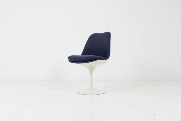 swivel tulip chair by eero saarinen for knoll for sale at pamono