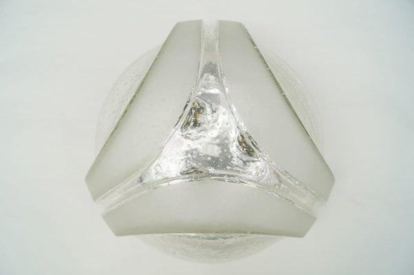 Pareti geometriche. grigio con forme geometriche triangolo della