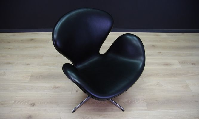 black swan chair by arne jacobsen for fritz hansen 1982 for sale at