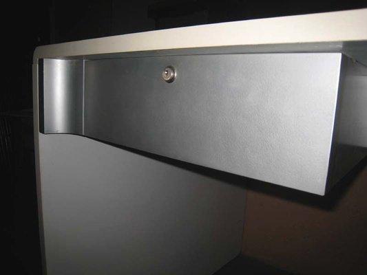 Vintage bureau blanc cuir sans fille metal bois roulettes fauteuil