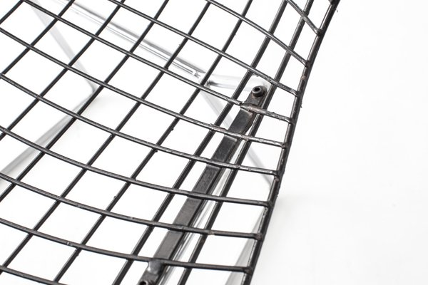Vintage Wire Chairs with Black Seats & Chromed Bases by Harry Bertoia for  Knoll, Set of 2