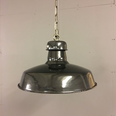 Lampe à Suspension Industrielle d\'Usine en Émail Noir, France, 1920s ...