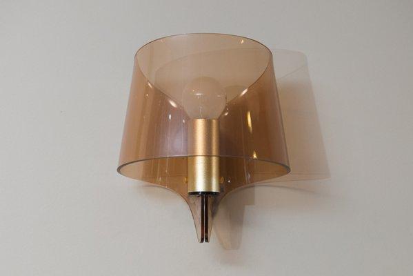 Applique da parete vintage in ottone e plexiglas fumé francia