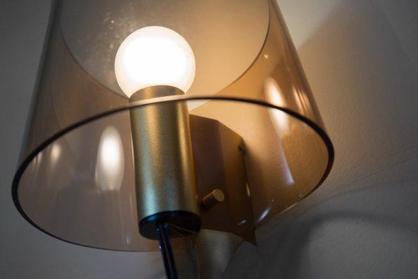 Applique da parete vintage in ottone e plexiglas fumé francia set
