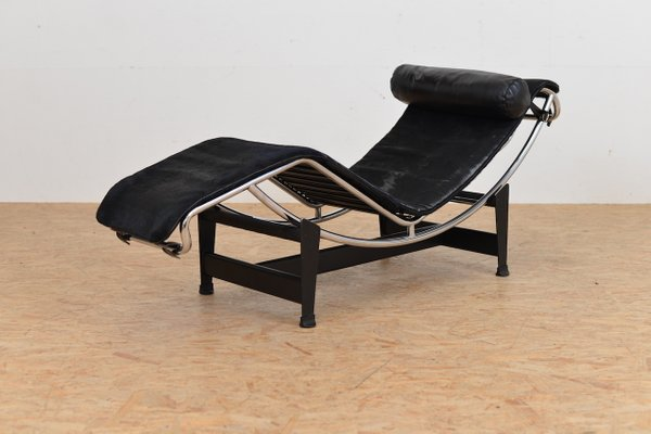 vintage lc 4 chaise lounge with pony hide by le corbusier jeanneret and perriand - Chaise Vintage