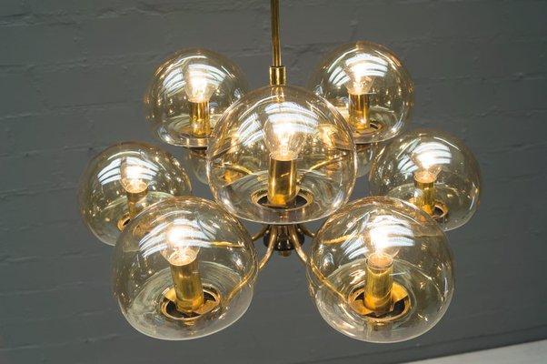 Lampada a sospensione con 9 sfere in vetro fumé e ottone italia