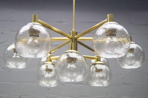 Lampadario vintage in ottone con 9 sfere in vetro anni 60 in