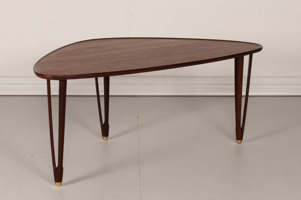 Beau Vintage Danish Triangular Coffee Table In Teak, 1950s 4