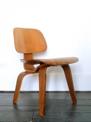 Plywood DCW Chair by Charles u0026 Ray Eames for Evans 2  sc 1 st  Pamono & Plywood DCW Chair by Charles u0026 Ray Eames for Evans for sale at Pamono