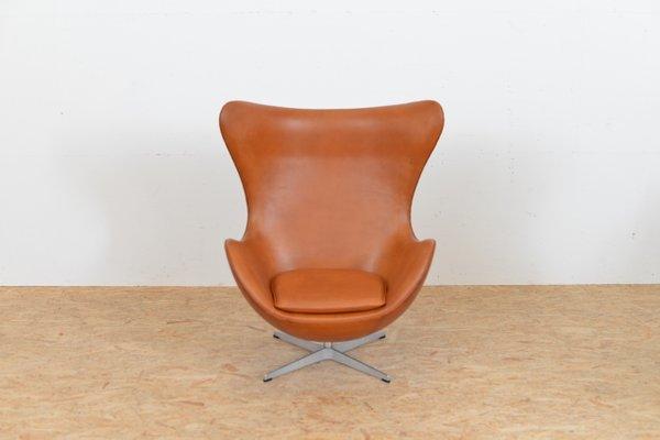 Mid Century Egg Chair Aus Leder Von Arne Jacobsen Fur Fritz Hansen