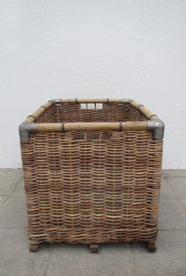 Superieur Large Wicker Laundry Basket, 1950s 4