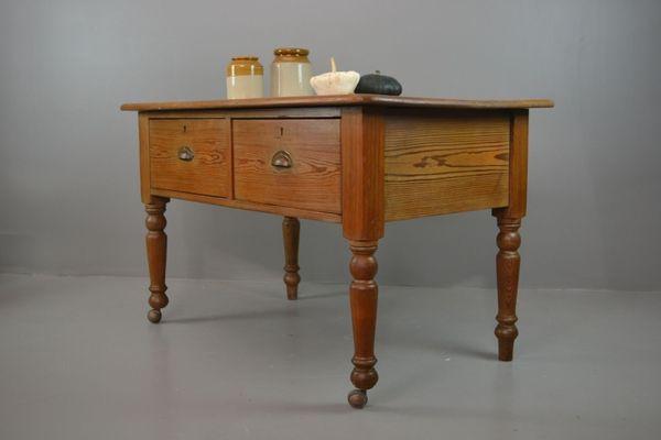 Antiker Rustikaler Küchentisch aus Pinienholz bei Pamono kaufen
