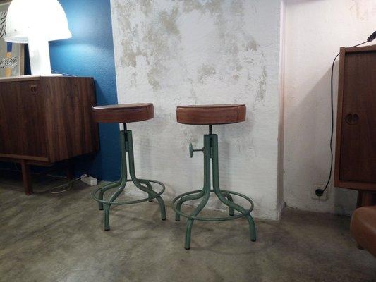 Sgabello girevole vintage regolabile in ferro in vendita su pamono