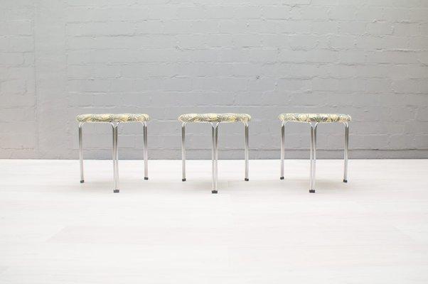 Sgabelli in acciaio tubolare di tacke anni 60 set di 3 in vendita