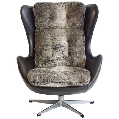 Merveilleux Vintage Danish Swivel Armchair Upholstered With Black Leather And Faux Fur 1