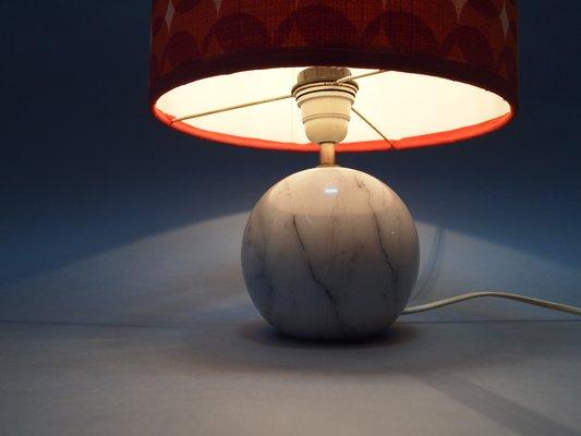 Lampada da tavolo con base in marmo anni 70 in vendita su pamono