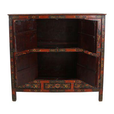 Antiker Tibetanischer Schrank Bei Pamono Kaufen