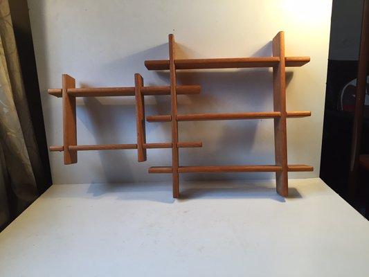 Mensole In Legno Ciliegio.Unita Di Mensole Mid Century Con Forma Geometrica In Legno Di