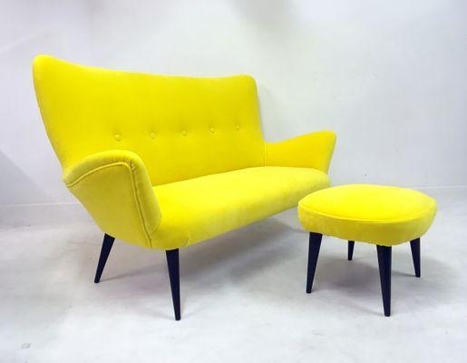 Divano e sgabello di velluto giallo italia anni set di in