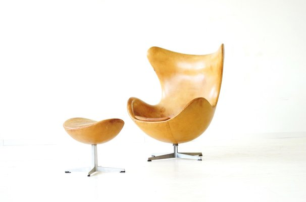 Egg Chair Und Ottomane Aus Leder Von Arne Jacobsen Fur Fritz Hansen