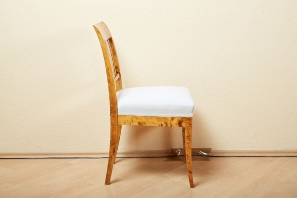 Sedie antiche in legno di betulla, set di 4 in vendita su Pamono