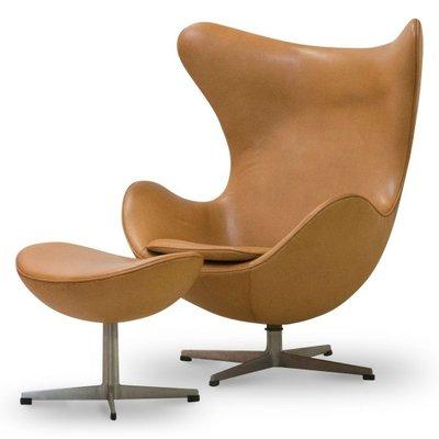 Egg Chair Und Ottomane Aus Cognacfarbenem Leder Von Arne Jacobsen