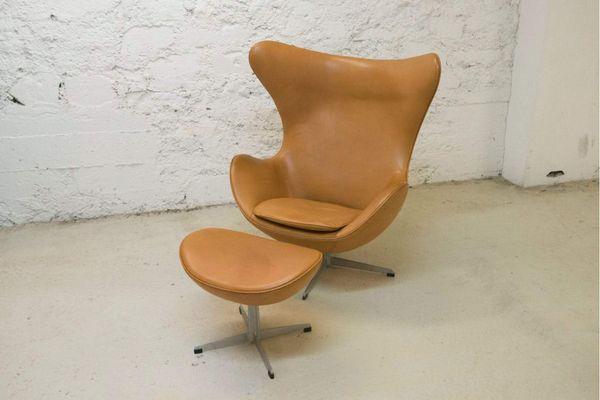 Egg Chair Und Ottomane Aus Cognacfarbenem Leder Von Arne Jacobsen, 1964 2