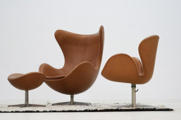 Leather Swan Chairs By Arne Jacobsen For Fritz Hansen, 1960s, Set Of 2 2