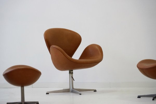 leather swan chairs by arne jacobsen for fritz hansen 1960s set of