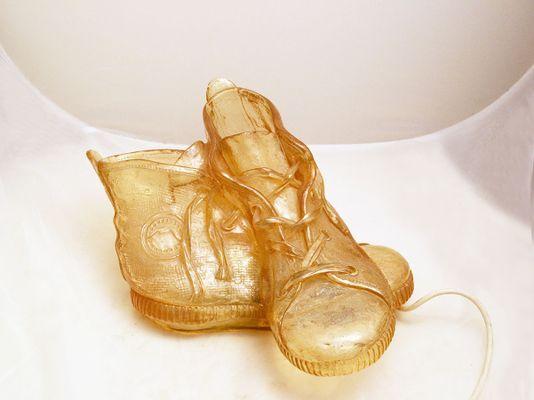 Lampe de bureau en forme de chaussure en résine de lisola che non c