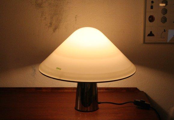 Lampada da tavolo a forma di fungo di guzzini anni in vendita